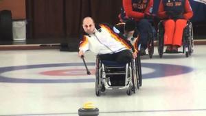 Stefan é jogador de Curling e atleta da canoagem (Foto: Reprodução youtube)