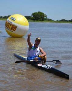 Eduardo comemora o segundo lugar na categoria K1 Sênior (Foto: Hélder Rafael)