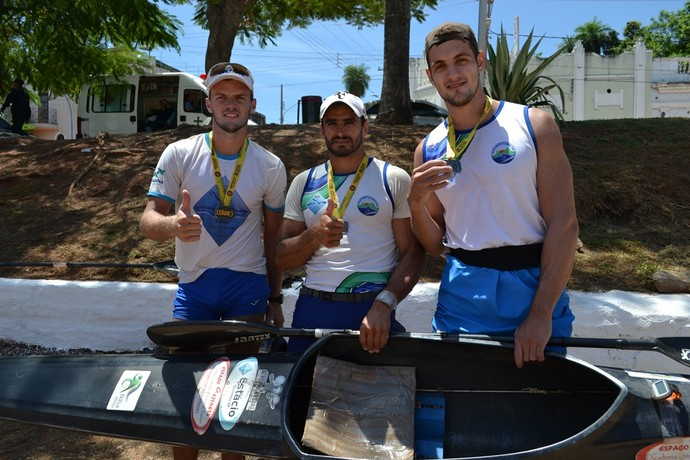Bruno, Leandro e Eduardo: trio paranaense domina canoagem masculina (Foto: Hélder Rafael)