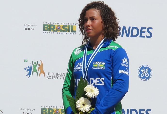 Ana Sátila com a medalha de prata conquistada no Mundial Sub-23 e Júnior (Foto: Thales Soares)