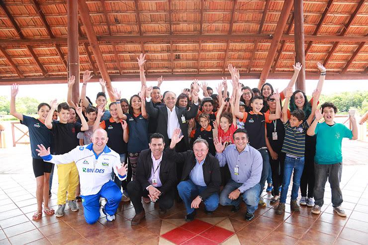 reunião preparatória para a passagem da chama Olímpica pelo Paraná