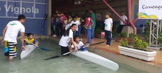 Programa Transforma apresenta a Canoagem para crianças de Manaus